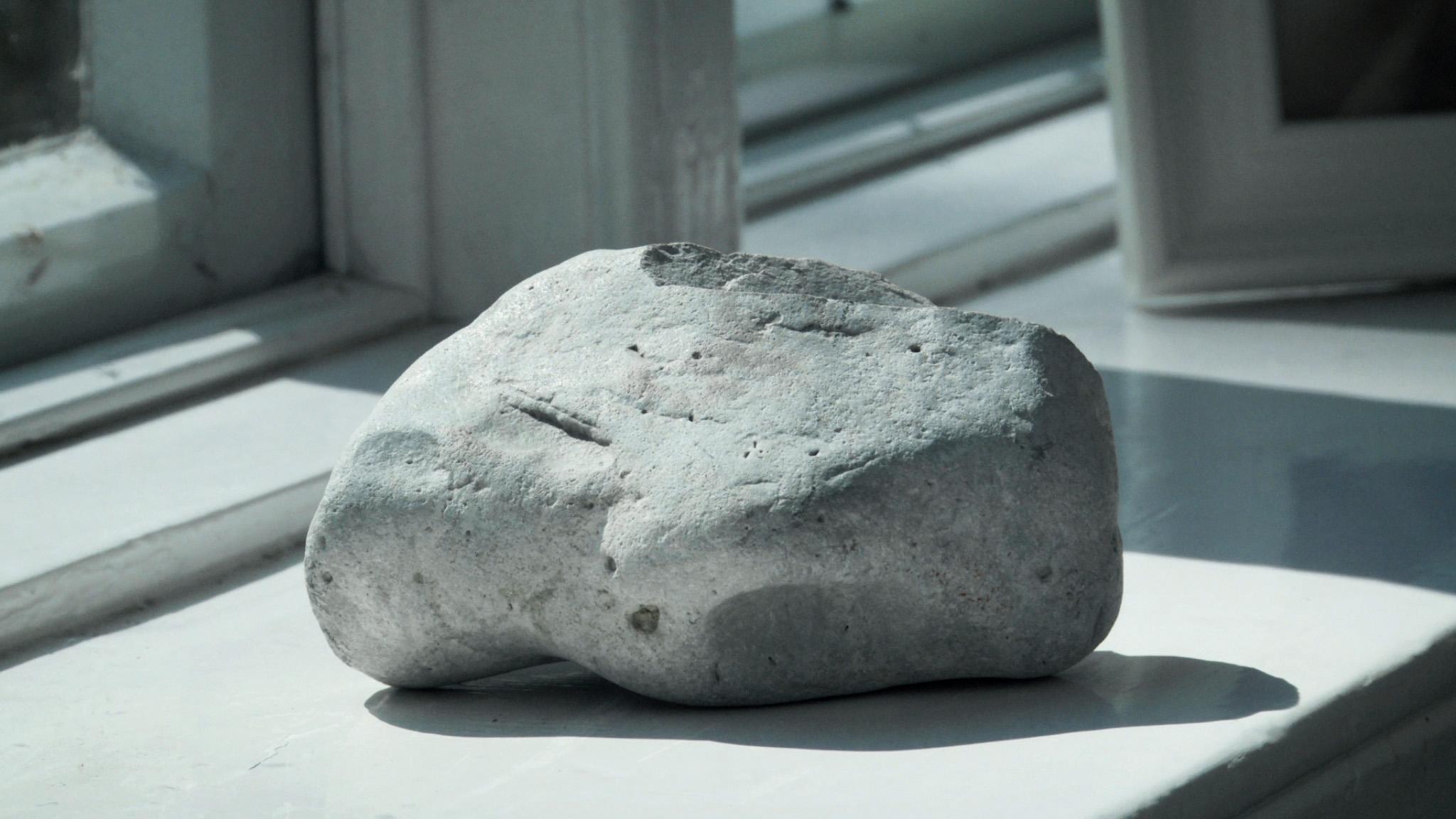 Astrid Lindgren Rede: Die Geschichte vom Stein (Pressefoto zum Kurzfilm Niemals Gewalt)