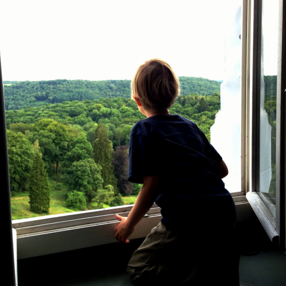 Liebe Kinder, bitte nicht nachmachen! Staunen vom Fensterbrett unseres Turmzimmers.