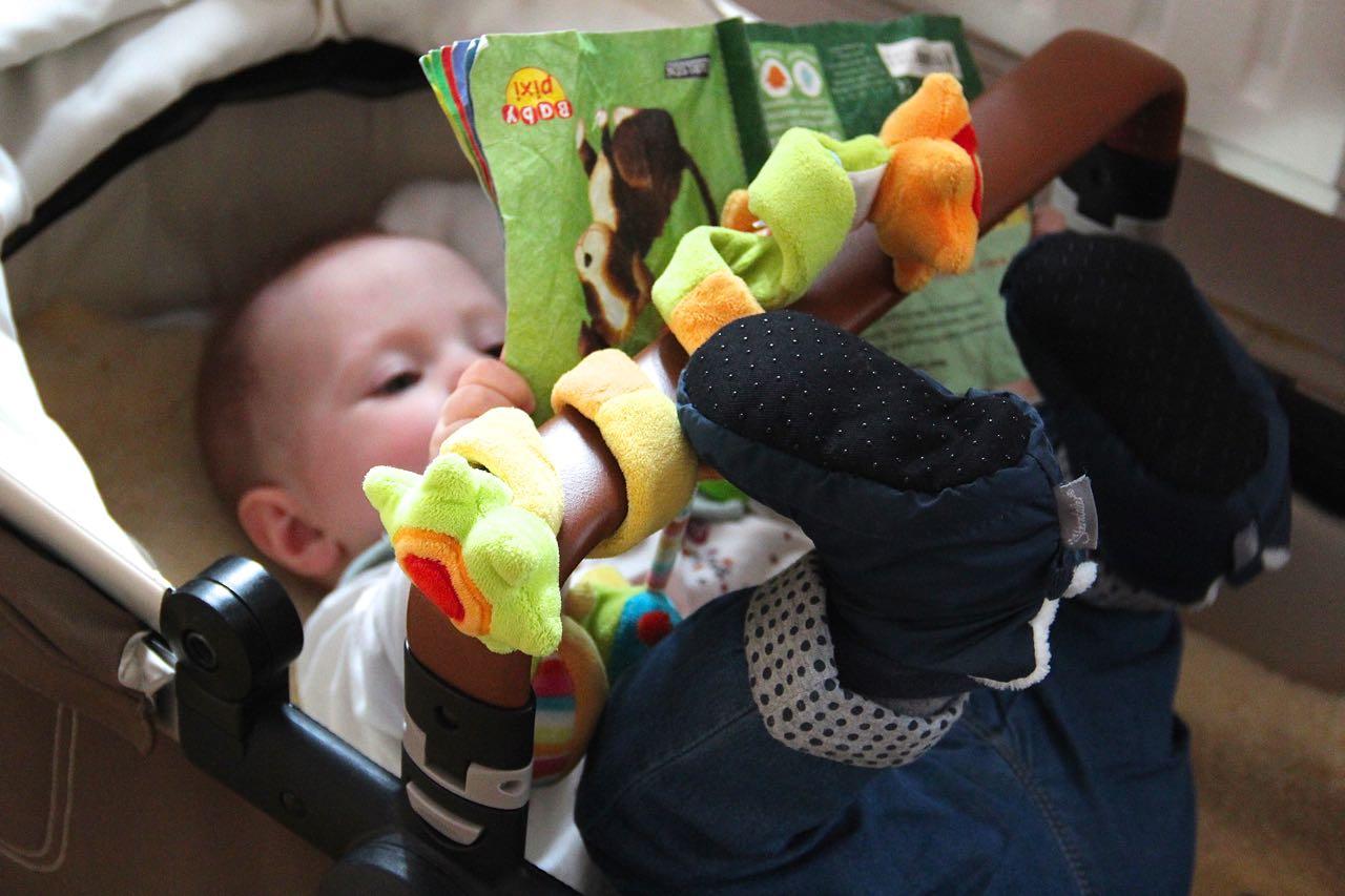 Eine Lesestunde fürs Baby sind umgerechnet 5 Minuten Ruhe für Mama.