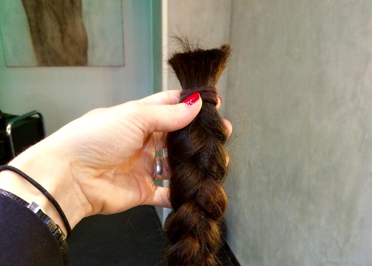 Haare spenden für einen guten Zweck: Das ist meine Haarspende, die an den Verein Haarfee nach Wien ging.