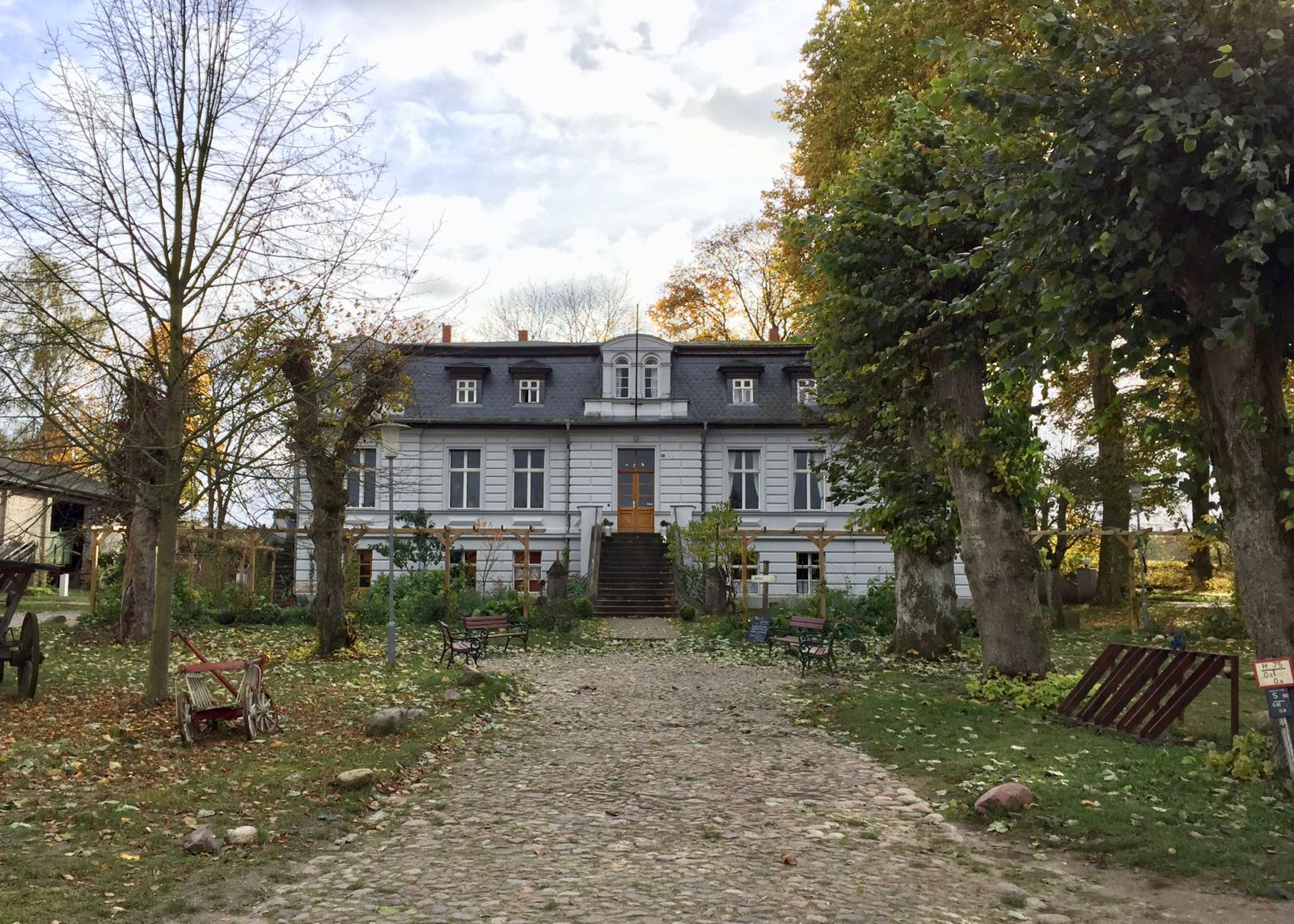 Das Gutshaus vom Gut Botenhof in Brandenburg.